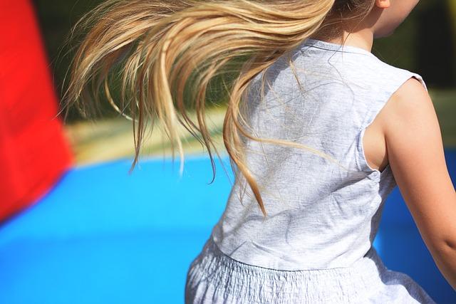 dlouhovlasá holčička