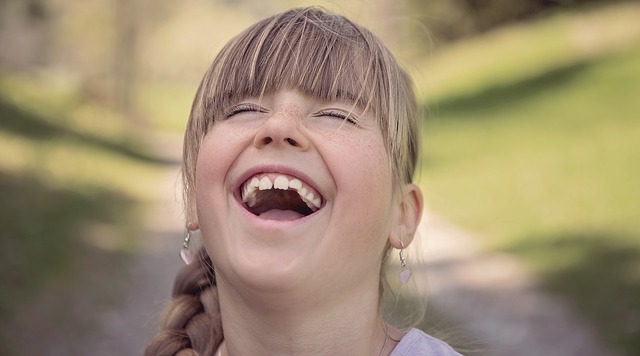 šťastný smích