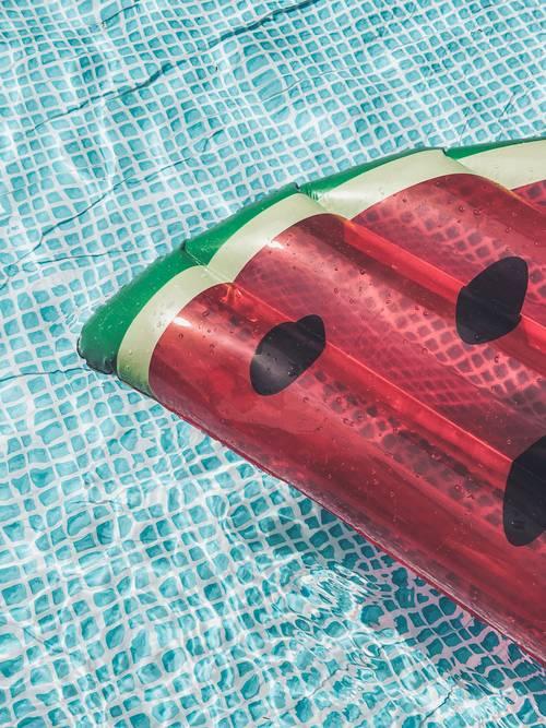 voda bazén lehátko